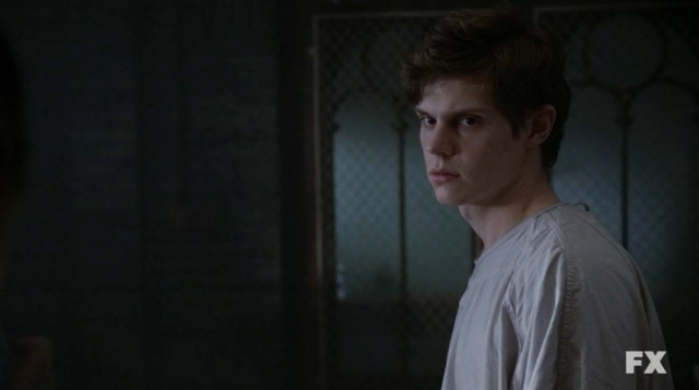File:Evan Peters as Kit Walker on American Horror Story Asylum S02E01 9.png