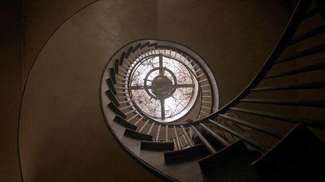 File:Roanoke house staircase lucernario.jpg