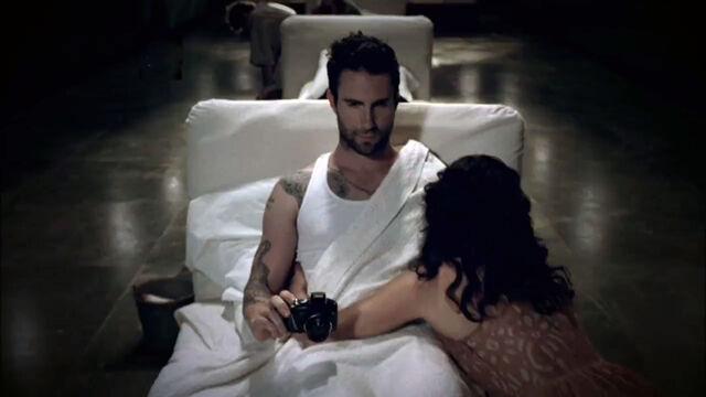 File:Adam-levine-in-hospital-bed-for-american-horror-story-asylum-images.jpg
