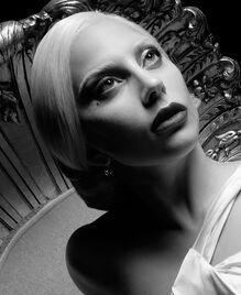 Web cast LadyGaga american-horror-story 570x698
