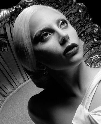 File:Web cast LadyGaga american-horror-story 570x698.jpg