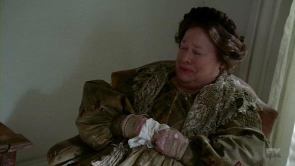 File:303 Delphine crying.jpg