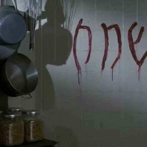 Кровавая надпись на стене