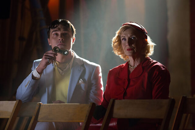 File:AHS-Freak-Show-Monsters-Among-Us-4x01-promotional-picture-american-horror-story-37675248-2126-1417.jpg