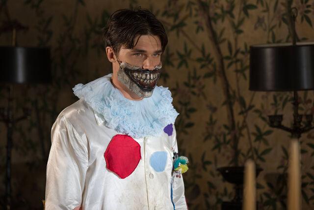 File:AHS-Freak-Show-Edward-Mordrake-part-2-4x04-promotional-picture-american-horror-story-37704508-3000-2000.jpg