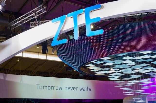 File:ZTE MWC 2015.jpg