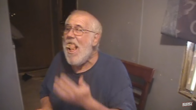 File:Angry Grandpa Garbage dog AHHH! AHHHHHH!.png