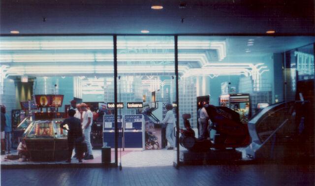 File:Galleriatilt2.jpg