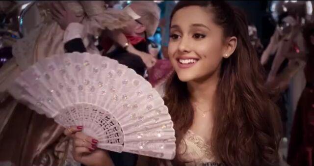 File:Ariana holding a fan.jpg