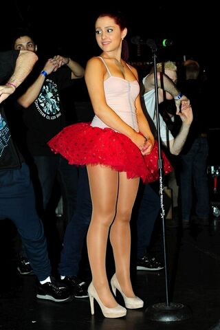 File:Ariana getting ready to preform live.jpg