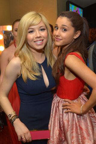 File:Jennette McCurdy and Ariana Grande (2).jpg