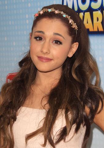 File:Ariana at RDMA2013.jpg
