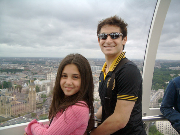 File:Frankie & ari in london 2005.jpg