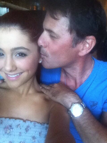 File:Ariana's dad kissing her on the cheek.png