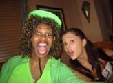 File:ArianaGloZell.jpg