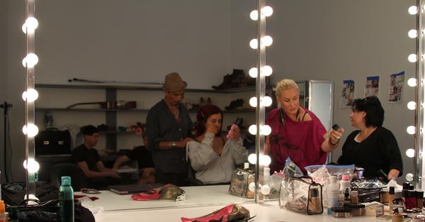 File:Ariana in makeup.jpg