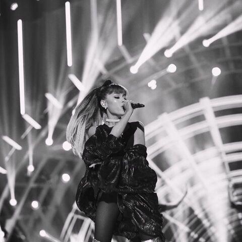 File:Ariana2016GreatestHits1.jpg