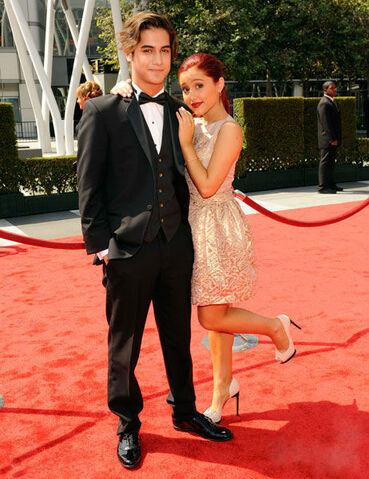 File:Avan & Ariana (Emmys).jpg