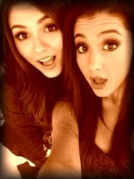 File:Victoria and Ariana.jpg