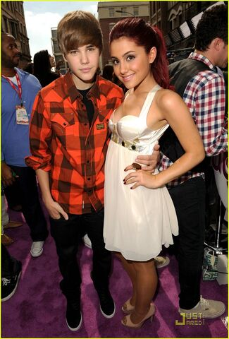 File:Justin and Ariana 2010.jpg
