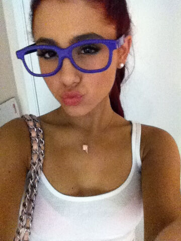File:Ariana going to see never say never January 16, 2011.jpg