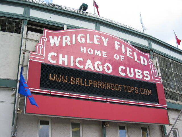 File:Wrigley Field-1195688522-699.jpg