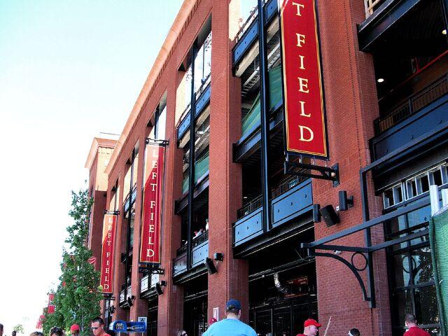 File:Busch Stadium-1195659598-993.jpg