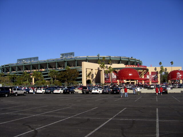 File:Angel Stadium-1195658121-561.jpg