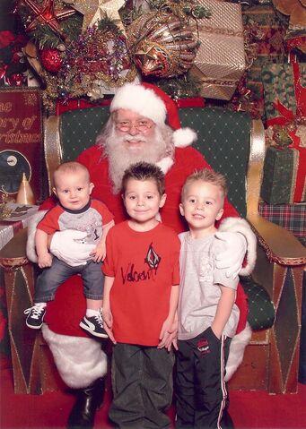 File:1196808680 Santa.JPG