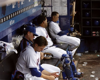 File:093007 - Mets Look On.jpg
