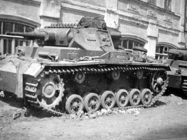 File:German medium tanks Panzer III eastern front.jpg