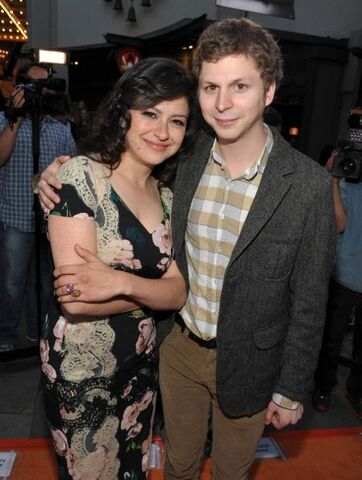 File:2013 Netflix S4 Premiere - Michael and Alia 02.jpg
