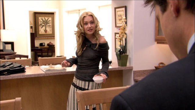 File:1x04-lindsay-Ostrich Boots.jpg