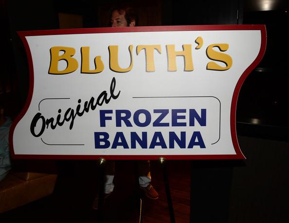 File:2013 Netflix S4 Premiere - Banana Stand 01.jpg
