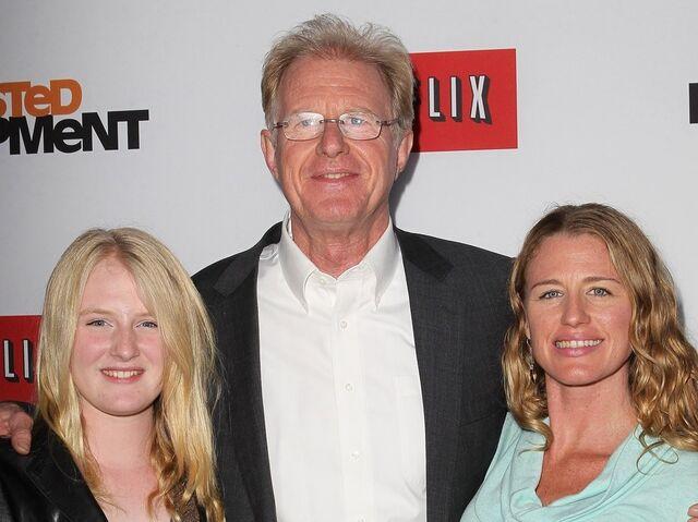 File:2013 Netflix S4 Premiere - Ed Beagley and Rachelle 02.jpg