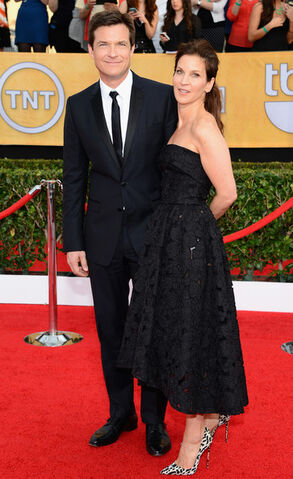 File:2014 SAG Awards - Jason and Amanda 03.jpg