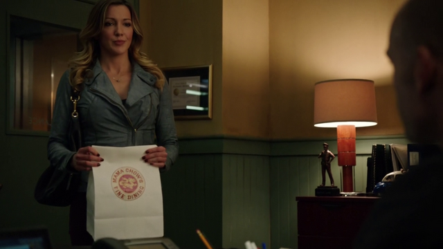 File:Laurel with a bag of Mama Chow's take-out.png