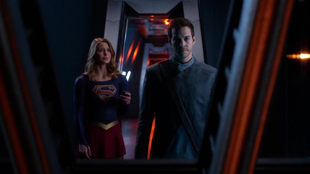 File:Kara sends Mon-El to safety.png