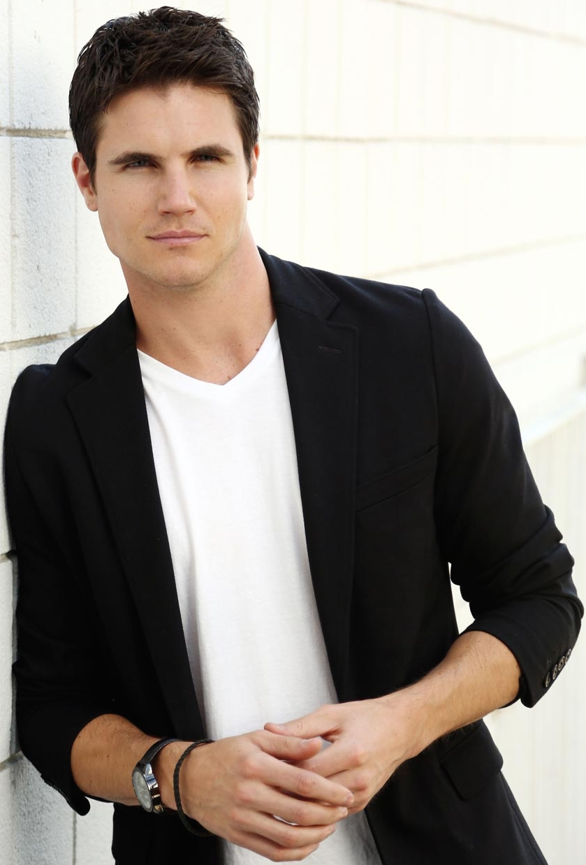 robbie amell gif