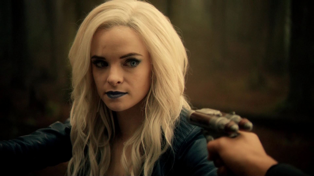 File:Cisco holds Killer Frost at gunpoint.png