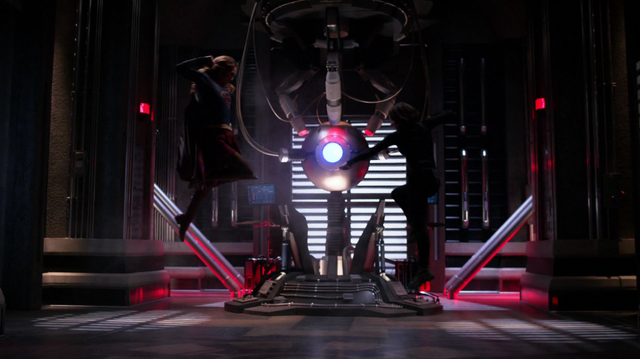 File:Kara fights the White Martian who impersonates Alex.png