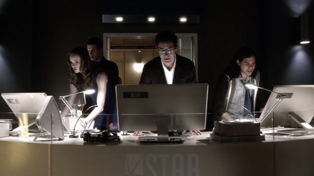File:Eobard, Caitlin, Cisco and Ronnie try to stabilize the accelerator.png