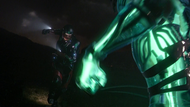 File:The Atom fights the Leviathan.png