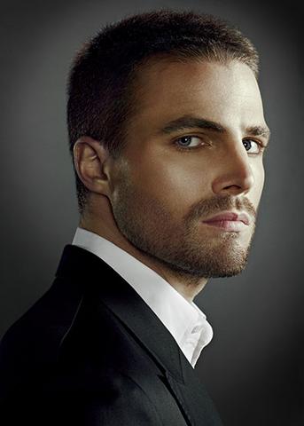 File:Oliver Queen promo mid-shot.png