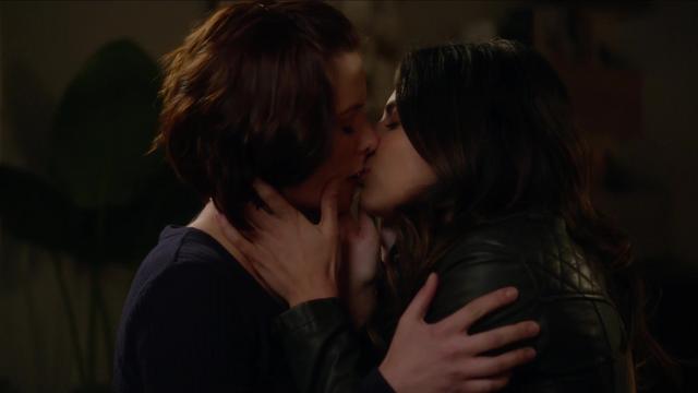 File:Maggie kisses Alex.png