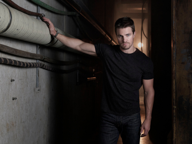 File:Oliver Queen season 2 character promo 2.png