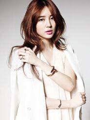 Yoon-eun-hye-juste-un-clou-dara-2ne1-32220561-640-854