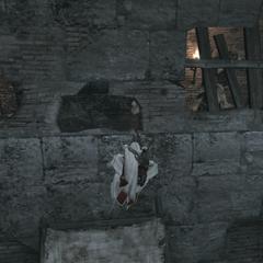 Ezio doorkruist de schuilplaats.