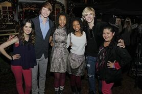 Laura, Calum, Chole, Halle, Ross and Raini