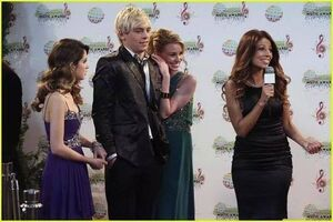 Austin-ally-relationships-red-carpet-stills-02
